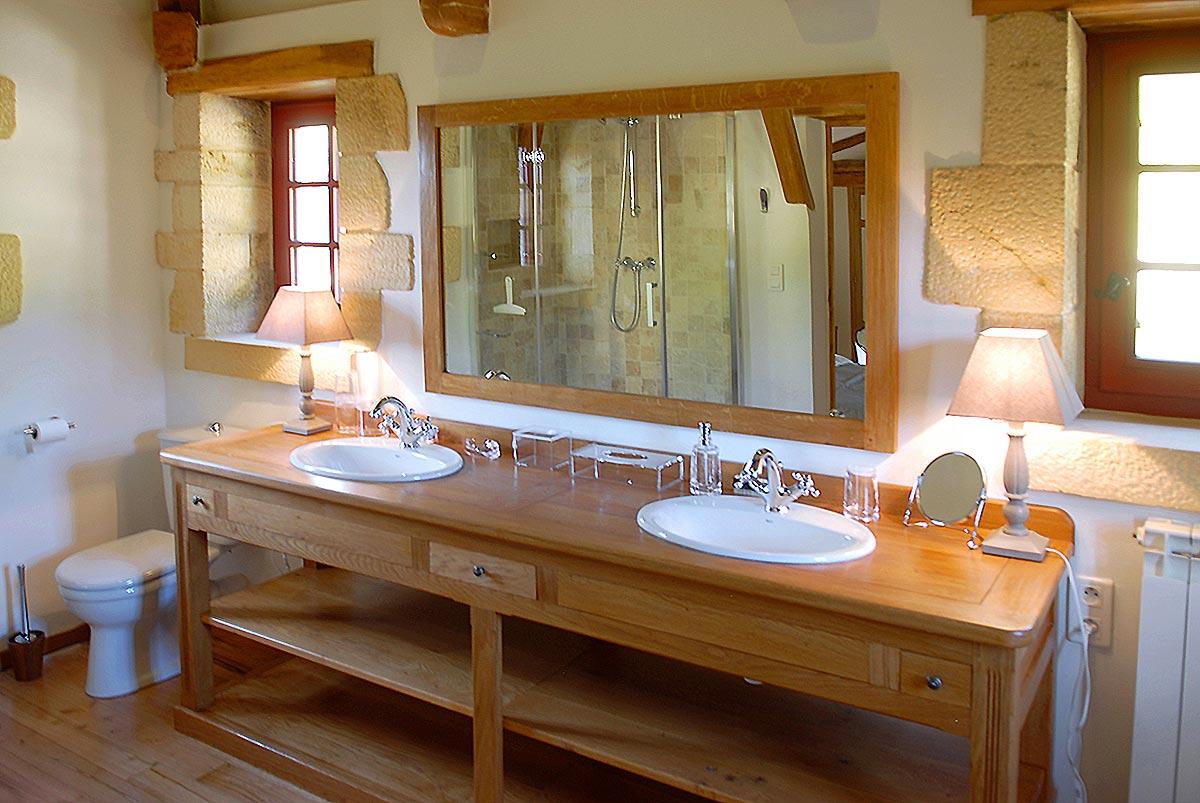 salle de bain dans la location de chambres du manoir